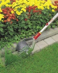 Ein rollbarer Rasenkantenschneider