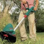 Ein Rasentrimmer geeignet für hohes Gras