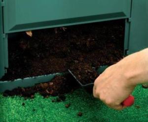 Die Entnahmeklappe am Komposter